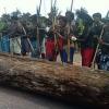 Índios Pataxós fecham BR-101 entre Itabela e Itamaraju