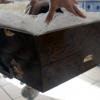 Homem invade velório e atira contra caixão de jovem