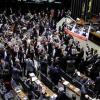 Deputados interrompem votação e protestam contra 'crucificação' na Parada LGBT