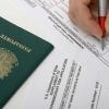 Após decreto de imigração, EUA já cancelaram 100 mil vistos, diz jornal