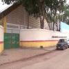 Professora leva tapa, cai no chão e sofre pontapés de aluna de 13 anos em Teixeira