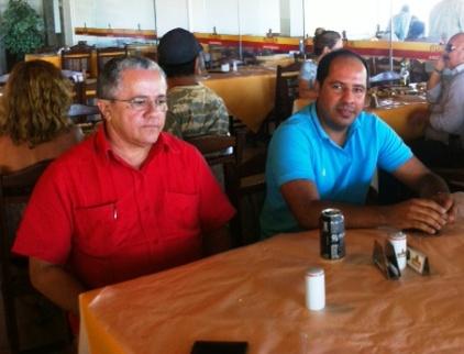 Deputado Josias Gomes (PT), e o prefeito de Caravelas, Jadson Ruas.