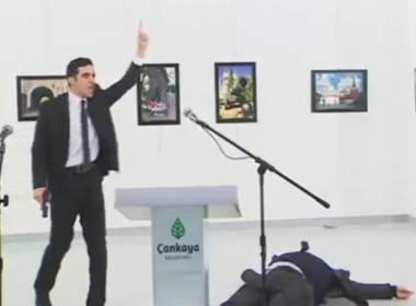 atirador-mata-embaixador-da-russia-na-turquia-assista-video